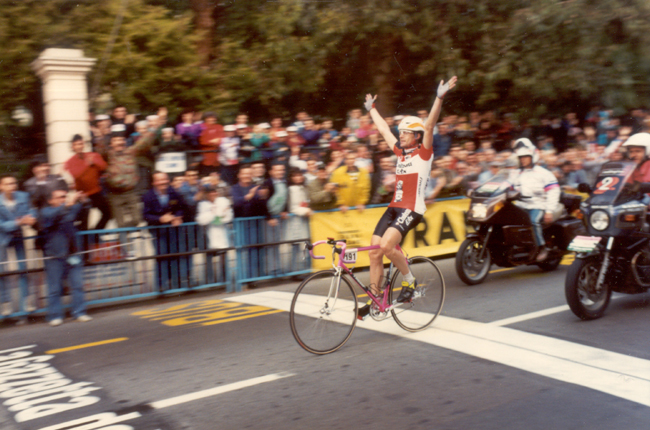 Gianni bugno wins the 1990 Milan o-San Remo