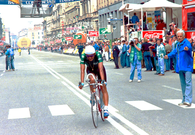 Chiappucci finishes the 1990 Giro stage 10 time trial