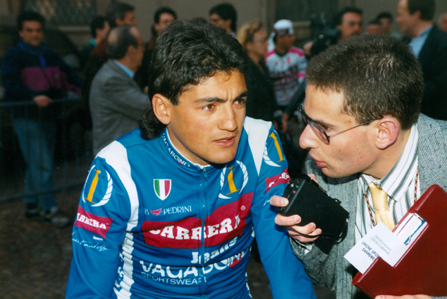 Claudio Chiappucci gives an interview before the start of the 1990 Milano-San Remo