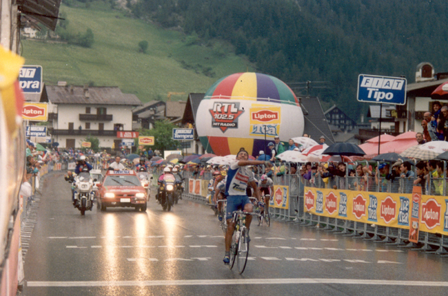 Chiappucci wins stage 14 of the 1993 Giro d'Italia