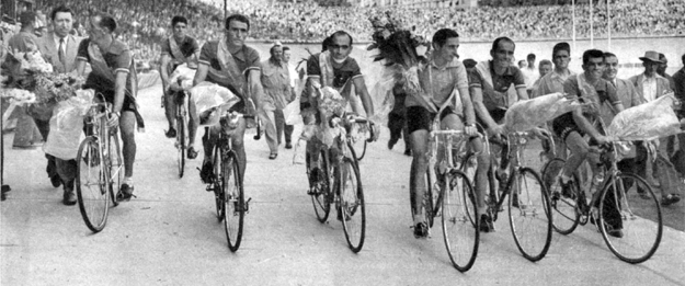 1952 Tour de france: The Italian team celbrates Coppi's victory