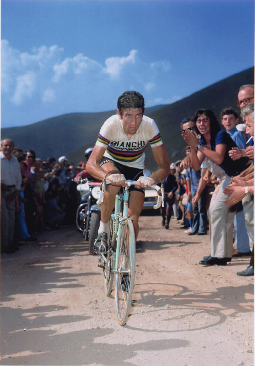 1973: Gimondi races in the rainbow jersey