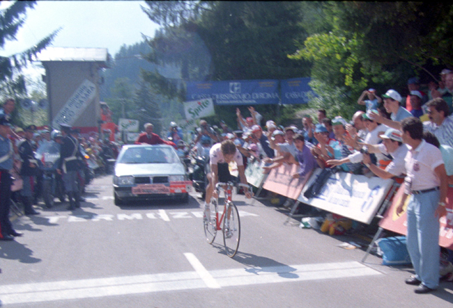 Andy Hampsten wins stage 18