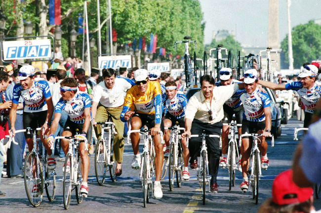 Miguel Indurain and his team celelbrate his Tour victory
