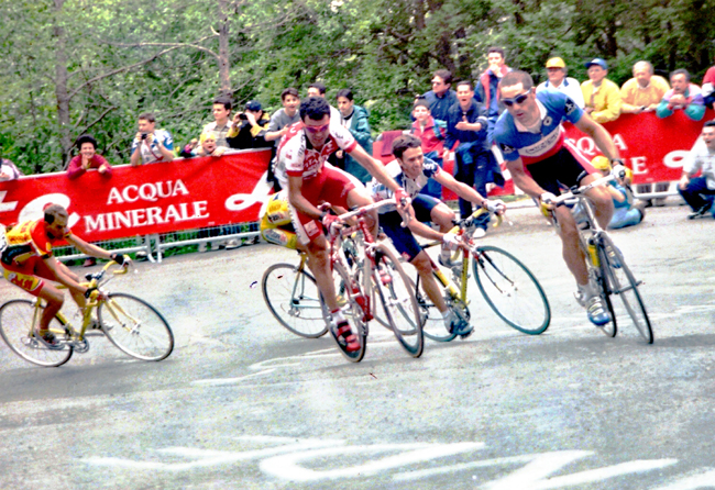 Jalabert cliumbs in stage 5 of the 1999 Giro