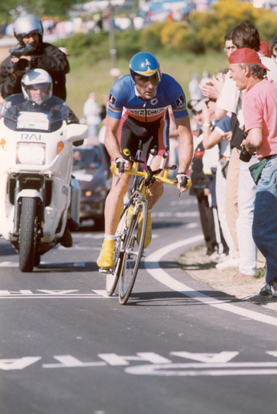 Jalabert time trials in stage 9 of the 1999 Giro d'Italia