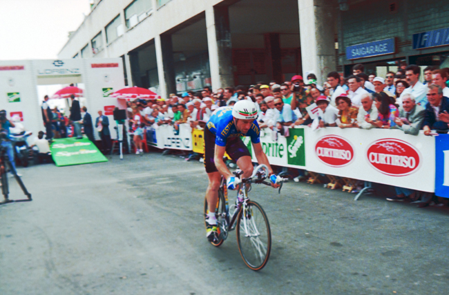 Sean Kelly starts his prologue ride i the 1992 Giron