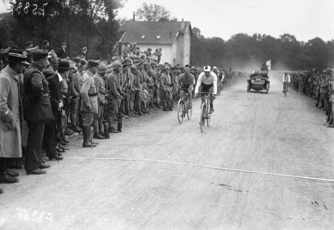 Henri Pelissier wins the 1919 French Championships