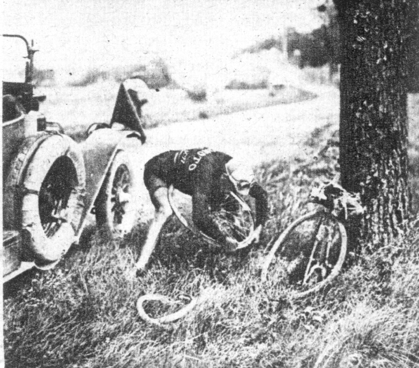 Henri Pélissier repairs a falt in the 1923 Tour de France