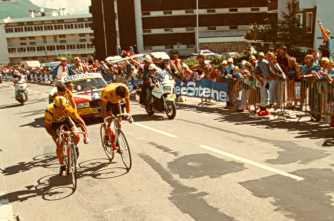 Roche losing the yellow jersey on the ride to l'Alpe d'Huez