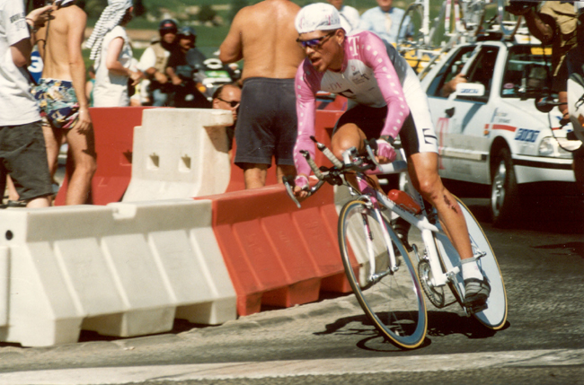 Ullrich riding  to cvictory in the 1996 Tour's 20th stage