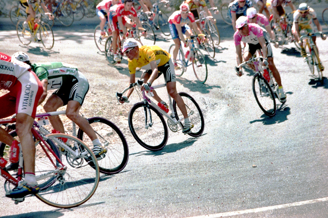 Ullrich descending in stage 14 of the 1998 Tour de France