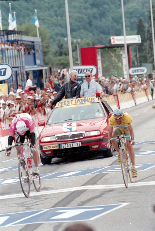 Ullrich beats Pantani in the 1998 Tour de France stage 16  sprint