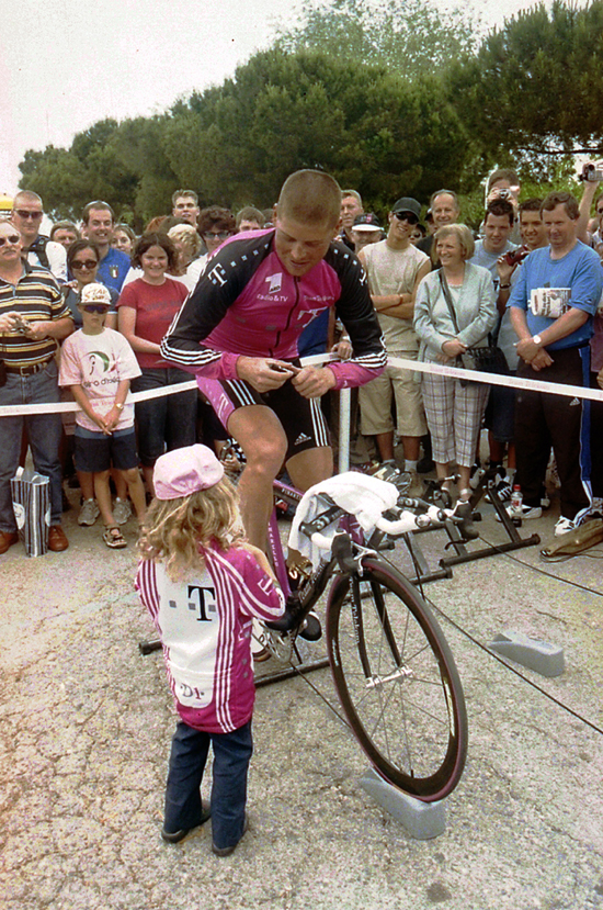 Jan Ullrich warms up for the 2001 Giro d'Italia stage 15 time trial