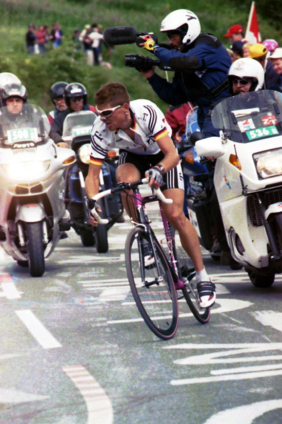 Ullrich races to l'Alpe d'Huez in the 2001 Tour de France