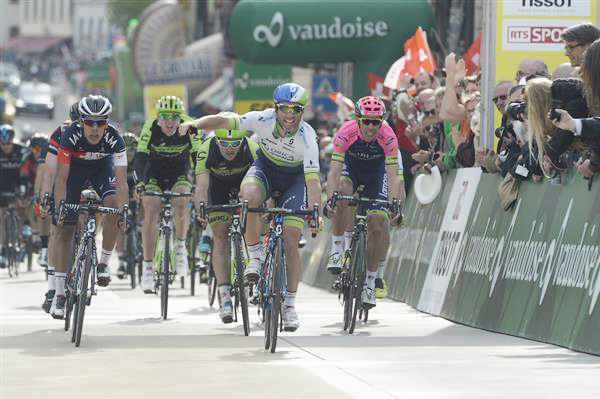 Michael Albasini wins stage 2