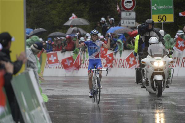 Thibaut Pinot wins stage 5