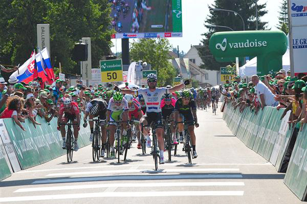 Mark Cavendish wins stage four