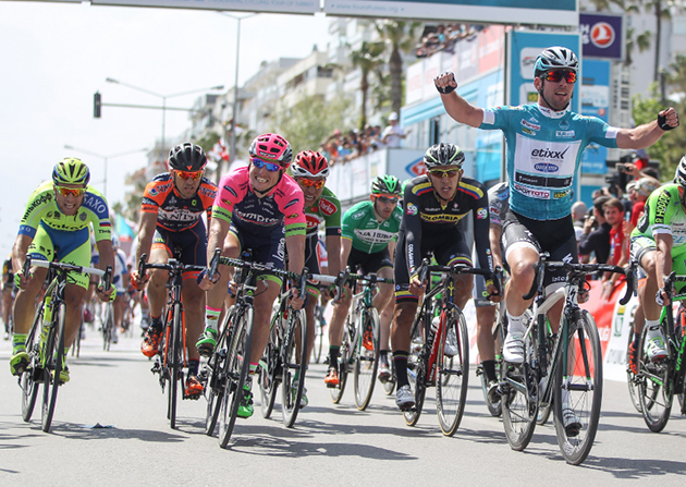 Mark Cavendish wins stage 2