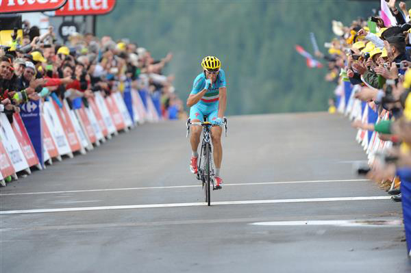 Vinceno Nibali wins stage 10