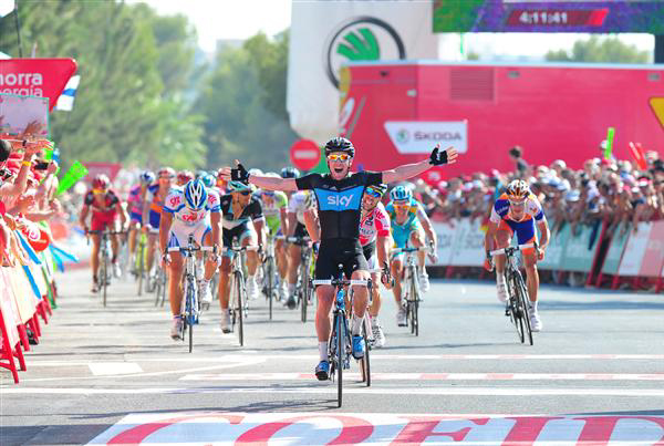 Chris Sutton wins a Vuelta a Espana stage in his old Sky colors